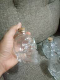 Garrafa de vidro com tampa. 180ml formato caveira