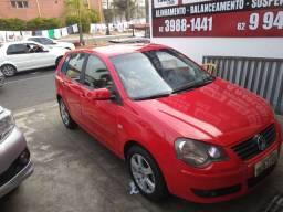 Polo vermelho carro muito novo