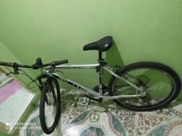 Bicicleta Essencial V8 de ALUMÍNIO