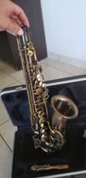 Saxofone Alto - Shelter - pouco uso (Só venda)