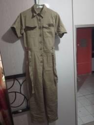 Macacão verde exército 50$ e blusa dourada 10$