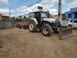 Trator agrícola 4x4  com lamina frontal,direto com o proprietario não é consórcio