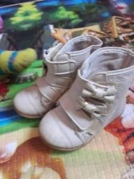 Lindas botinhas e sapatinhos