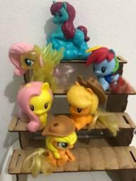 Linda coleção de mini poneis