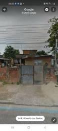 Casa com 3 casas no quintal