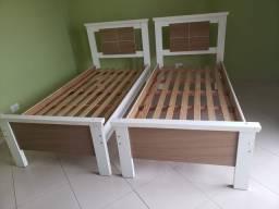 Vendo duas camas de solteiro usado e uma mesa redonda 1 metrô de diametro
