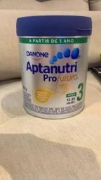 4 latas de leite Aptanutri Danone