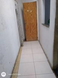 Alugo casa 2 quartos