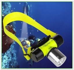 Lanterna para Mergulho Prova D´água submersível até 30m, Led e Recarregável. NOVA