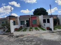 Alugo linda casa com 2 dormitórios em residências fechado