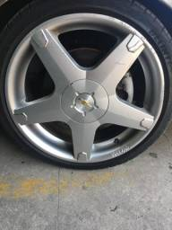 Título do anúncio:  Troco rodas volcano 17? pneus novos