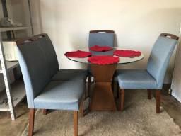 Mesa de Vidro com Cadeiras em Madeira