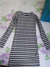 Vestido e 2 blusa em excelente estado