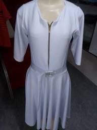 Vestido manga três quarto no crepe de malha com zíper e cinto