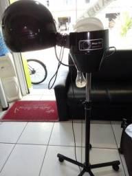 Uma maquina de idratacao de cabelo com o salao completo