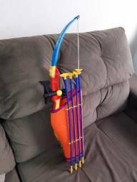 Brinquedo arco e flecha