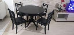 Mesa de Madeira 4 cadeiras super conservada