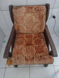 Vendo cadeiras em madeira de lei