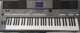 Teclado Musical Yahama, PSR-S670, Arranjador 61 Teclas com fontes