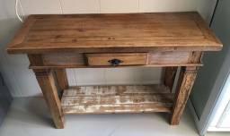 Aparador em madeira pouquíssimo uso