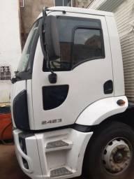 Ford Cargo 2423 ano 2017 truck baú 9 metros! Único dono!!