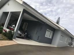 Linda Casa em condomínio fechado no Country