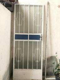 Porta de vidro completa com portal e fechadura