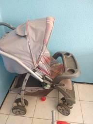 Vende-se um carrinho de bebê