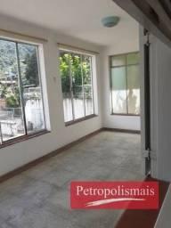 Casa no Caxambú com 3 quartos, garagem coberta , terreno com 338 m²