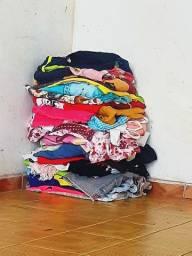 Usada roupa com 50 peças