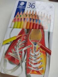 Caixa de lápis de cor Staedler 36 cores.