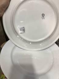 Prato raso modelo grande 28cm porcelana oxford*Novo* Tenho últimas 4 unidades 12,00 cada