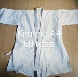 Conjunto de kimono de karatê