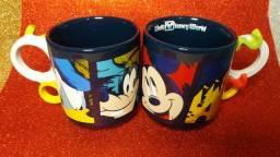 Caneca Disney Store 2020 Mickey Mouse e Turma (frente e verso) Unidade