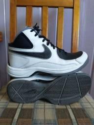 Tênis Nike muito novo usado 3 vezes N° 41