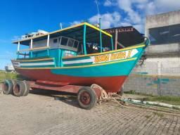 Vendo barco por $100,000 mil contato * ou *