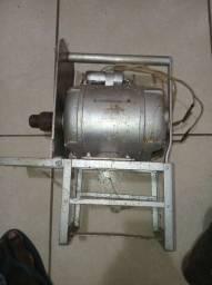 Vendo motor Arno, 1450 rpm, bivolt ideal para serra elétrica, ralador de milho, etc...