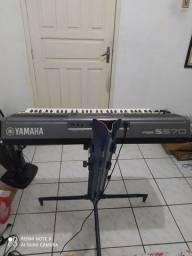 Vendo um teclado profissional yamara s670 novinho
