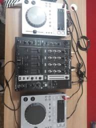 Vendo mixer 1 Djm 750 k Pionner + 2 cdj 350 Pionner R$ 9.000,00 muito novo