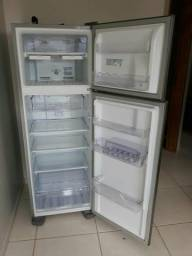 Geladeira 1.800 reais semi nova
