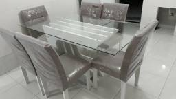 Vendo mesa usada 4 meses.e aramario duas parte
