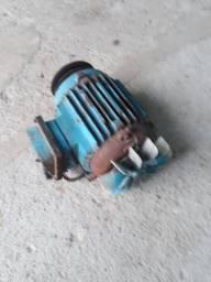 Motor trifaze