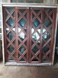 02 janelas de madeira e uma porta de correr