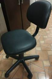 Cadeira Giratória Preta em Courvin