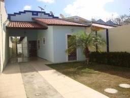 Casa plana com 3 quartos e 2 vagas na Cajazeiras