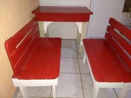 Mesinha de alimentação ou atividades Infantil acompanha os 2 bancos