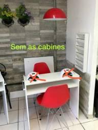 Mesa de 80 cm espositor de esmaltes , cadeiras,pendente de aluminio meia lua
