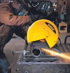 Trabalho em metalúrgica - Corte e furacão