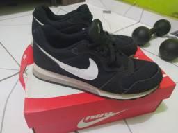 Tênis Nike MD Runner tamanho 37