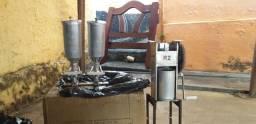 Vende se maquina pra fazer churros y dois doceiras de 2 lts